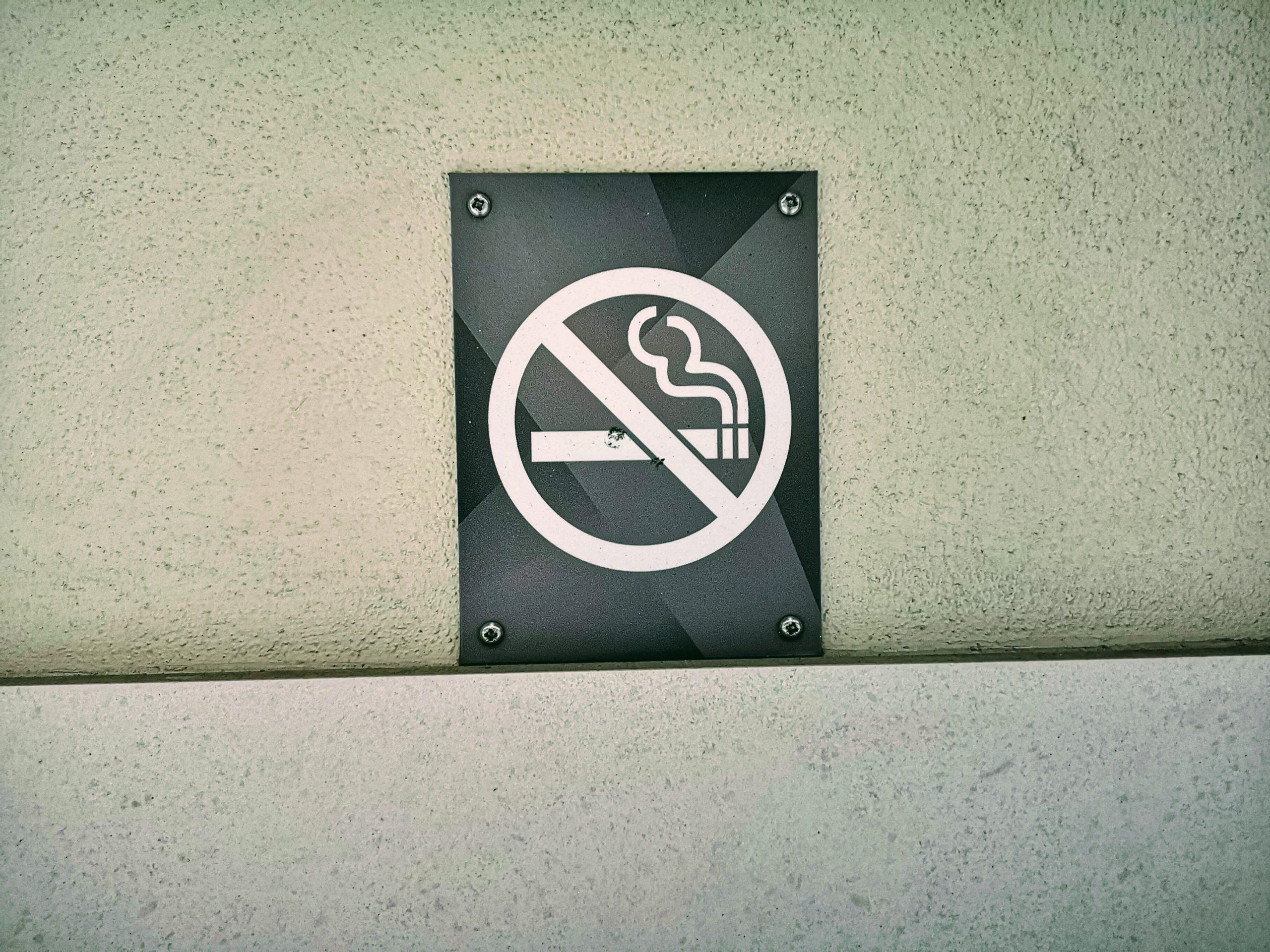 Tupakoinnin kieltäminen taloyhtiössä