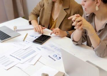 Mikä on toiminnantarkastus ja miten se toimitetaan taloyhtiössänne? Toiminnantarkastajalle uusi maksuton ohje Kiinteistöliitolta
